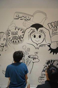 ユースカ作家たちがウォールペイントをする様子。(写真提供:森敬太・西尾雄太)