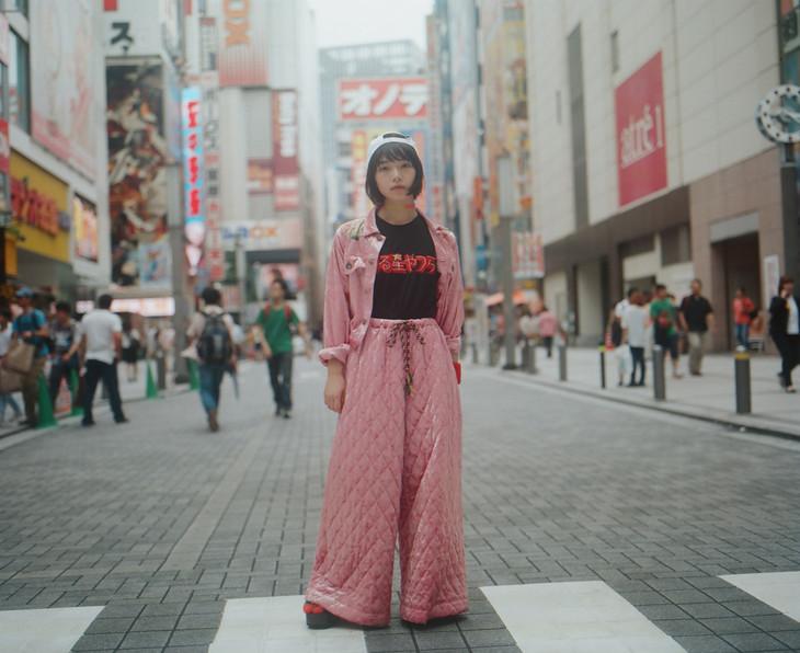 「うる星やつら×グリッチ刺繍 by Nukeme」の着用写真。(モデル:りりか/写真:石村望)
