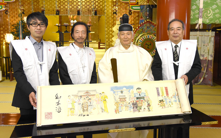 (左から)瓶子吉久編集長、秋本治、神田明神宮司、堀内丸恵氏。