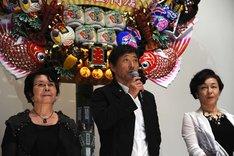左から渡辺美佐子、小林薫、キムラ緑子。