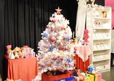 「カードキャプターさくら クリスマスパーティー in HARAJUKU」の店内の様子。