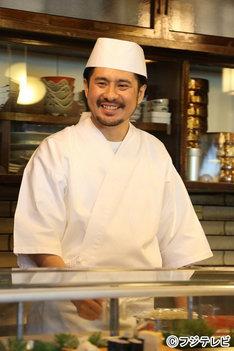 ニュース記事ランキング4位より、寿司屋の大将役で「俺のセンセイ」に出演するうすた京介。