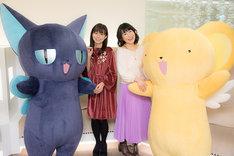 「劇場版 カードキャプターさくら」リバイバル上映の初日舞台挨拶の様子。左からスッピー、岩男潤子、丹下桜、ケロちゃん。