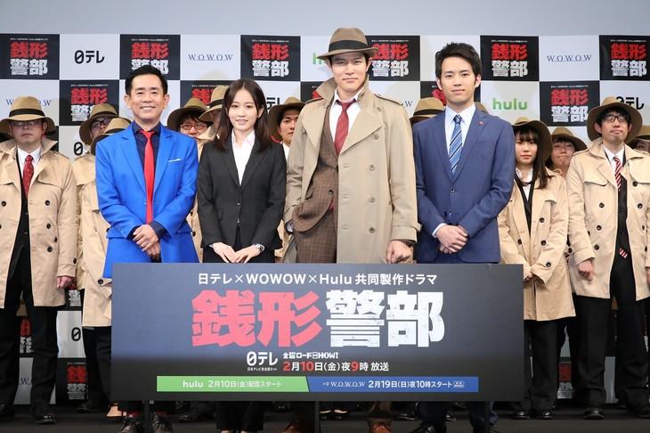 オリジナルドラマ「銭形警部」の完成披露試写会にて、左から栗田貫一、前田敦子、鈴木亮平、三浦貴大。
