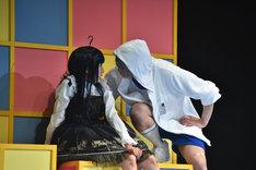 奥田こころ演じる二階堂夏歩と荒牧慶彦演じる高橋奏。