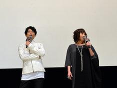 左から津田健次郎、竹内順子。