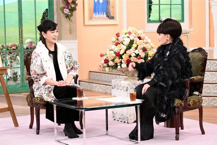 「徹子の部屋」より。左から池田理代子、黒柳徹子。(c)テレビ朝日