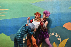 左よりYumi演じるフィッシュ・アイ、安藤千尋演じるタイガーズ・アイ、立道梨緒奈演じるホークス・アイ。幕間パフォーマンスが大人気。