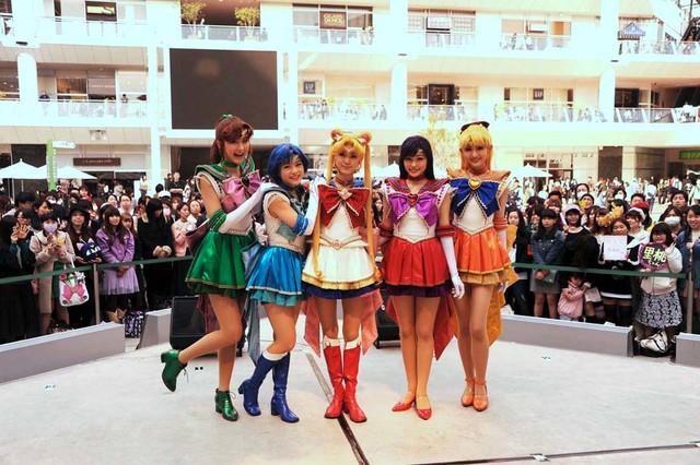 「『美少女戦士セーラームーン』-Amour Eternal-」DVD発売記念イベントの様子。左から楓、竹内夢、野本ほたる、小林かれん、長谷川里桃。