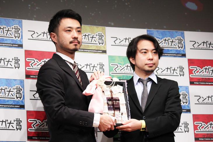 左から「響 ~小説家になる方法~」担当編集者の待永倫氏と、「ゴールデンカムイ」担当編集者の大熊八甲氏。