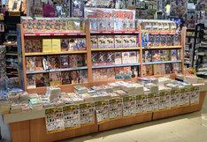 文教堂書店二子玉川店の店頭展開の様子。書店員からのコメント「店頭でも親子連れの方などに良い反応をいただいています」。
