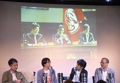スクリーンに映し出された場面写真の中央が木村了演じる堂山圭吾。