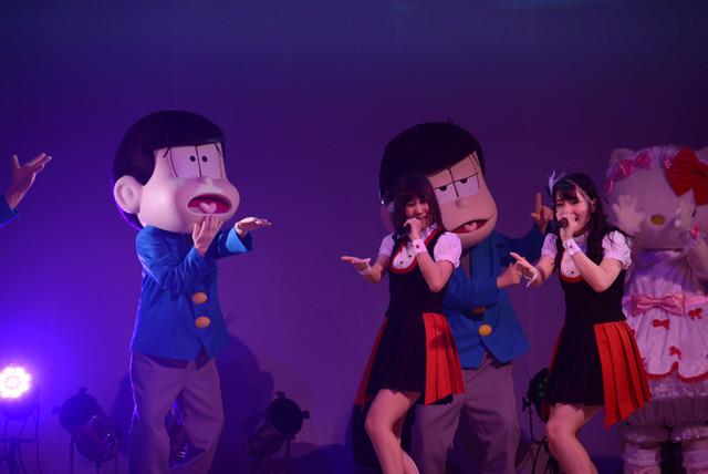 A応Pのライブに乱入する6つ子とキティちゃん。