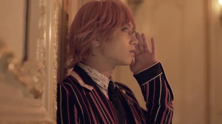 テレビアニメ「王室教師ハイネ」第7話エンディングの先行ムービーより。植田圭輔扮するハイネ・ヴィトゲンシュタイン。