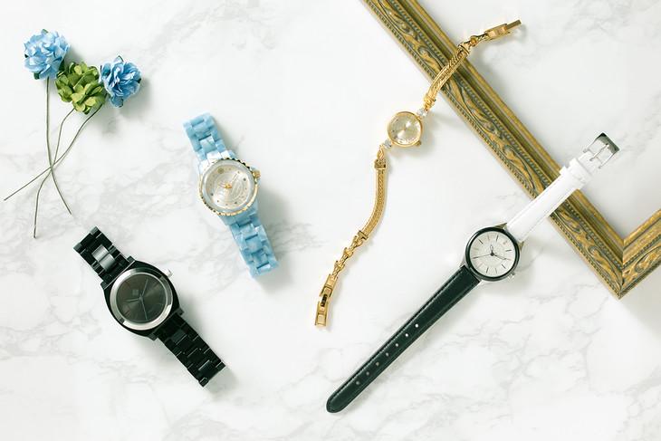 「刀剣乱舞-ONLINE-」コラボ腕時計。左から同田貫正国モデル、浦島虎徹モデル、蜂須賀虎徹モデル、長曽祢虎徹モデル。
