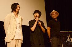 左から淵上泰史、須賀健太、内田英治。