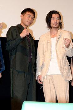 左から田中俊介、淵上泰史。