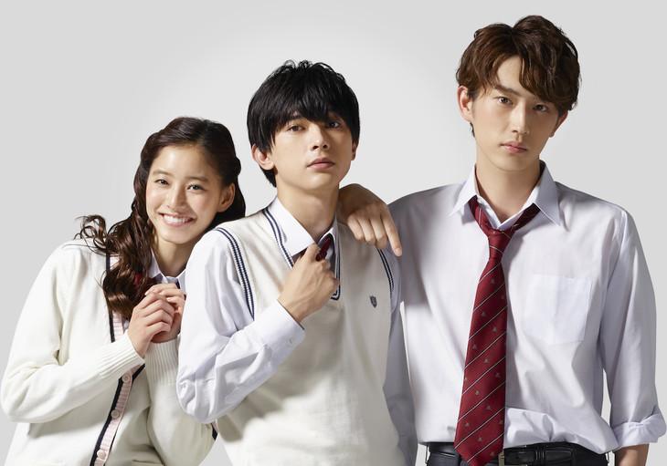 映画「あのコの、トリコ。」のキャスト。左から立花雫役の新木優子、鈴木頼役の吉沢亮、東條昴役の杉野遥亮。
