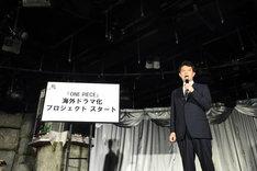 「ONE PIECE」連載20周年記念記者発表会の様子。中野博之週刊少年ジャンプ編集長。