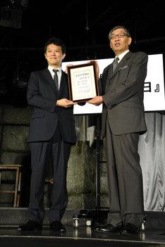 左から中野博之週刊少年ジャンプ編集長、日本記念日協会の代表理事・加瀬清志氏。