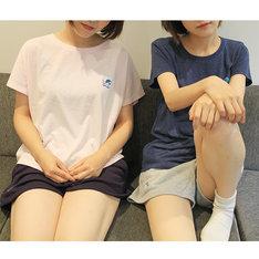 「山田と加瀬さんのルームウェアセット」の着用例。
