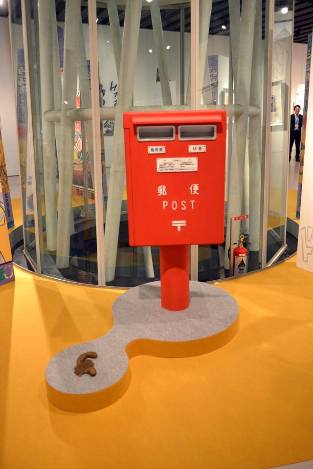 「荒木飛呂彦原画展 ジョジョ展 in S市杜王町 2017」会場内のポスト。