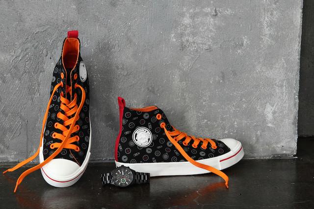 「ドラゴンボール」コラボの腕時計とスニーカー。