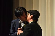 上島竜兵と藤井ペイジのキス。