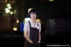 映画「爪先の宇宙」より、廣瀬智紀演じる店長ユウ。