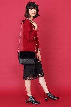 おそ松モデルのアイテムの着用イメージ。(c)赤塚不二夫/おそ松さん製作委員会