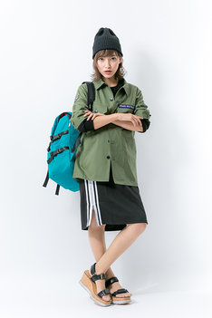 緑谷出久をモチーフにしたファッションアイテムの着用例。