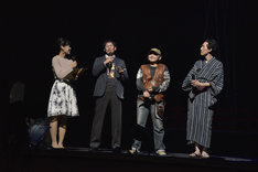 左から司会の三崎智子、プロデューサーの堀川憲司、吉原正行監督、森見登美彦。