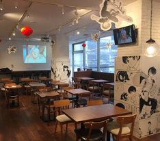大阪・心斎橋にて展開されている「らんま1/2カフェ」の店内の様子。