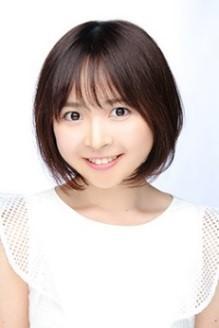 鈴木華子役の加藤るみ。