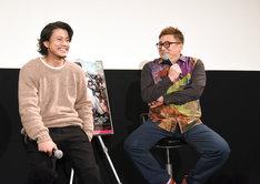 左から坂田銀時役の小栗旬、福田雄一監督。