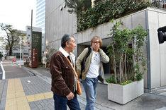 「じゅん散歩」より。左から高田純次、しりあがり寿。