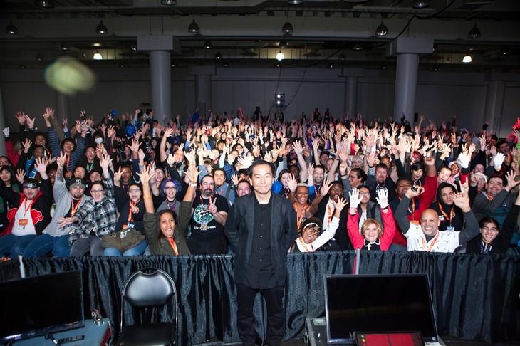 「Anime NYC powered by Crunchyroll」内にて行われたUSプレミアの様子。中央が曽利文彦監督。
