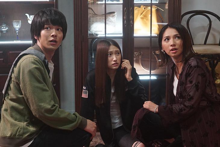 ドラマ「新宿セブン」の場面写真。