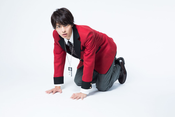 鈴井涼太役の高杉真宙。