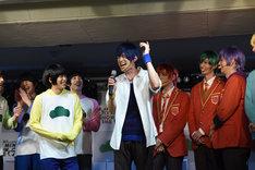 カラ松役の柏木佑介が歌を披露したため、同じくカラ松(F6)役の和田雅成も歌を唄った。