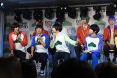舞台「おそ松さん on STAGE ~SIX MEN'S SHOW TIME 2~」公開記者会見の様子。