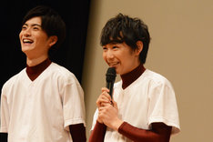左から山本涼介、須賀健太。