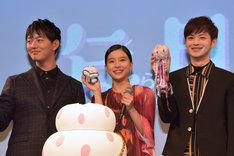 左から鯉淵修役の工藤阿須加、倉下月海役の芳根京子、鯉淵蔵之介役の瀬戸康史。