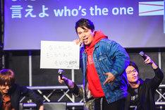 """天崎滉平による""""自問自答ラップ""""を披露する木村昴。(Photo by 粂井健太)"""