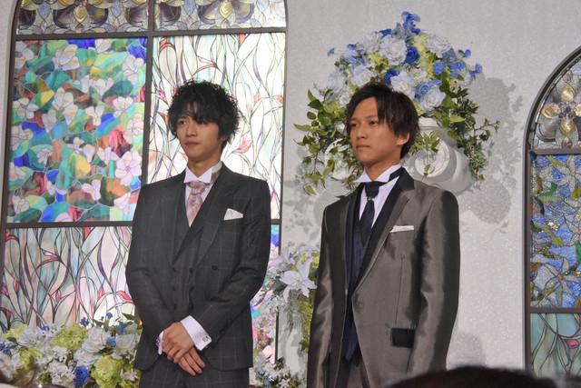左から飯島寛騎、岡田龍太郎。