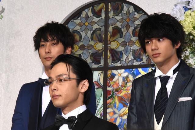 左から平岡祐太、中村倫也、山田裕貴。