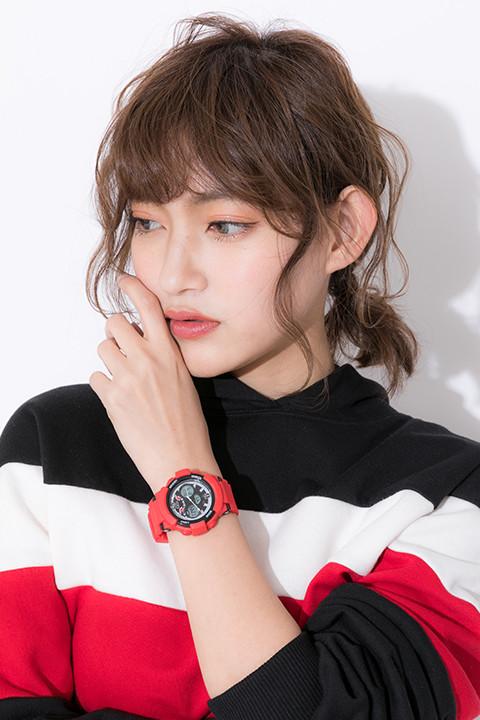 腕時計(泥門デビルバッツモデル)の着用イメージ。