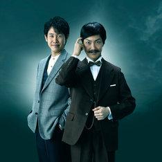 ドラマ「黒井戸殺し」に出演する野村萬斎(右)と大泉洋(左)。