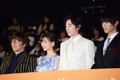 左から三木孝浩、真野恵里菜、ディーン・フジオカ、中川大志。