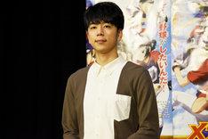 佐藤光役の西山宏太朗。